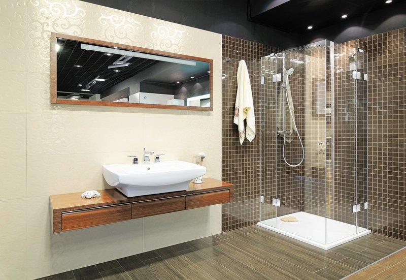 Duschen Aus Glas Barrierefrei : Hochwertige Duschkabine aus Klarglas mit verchromten Teilen